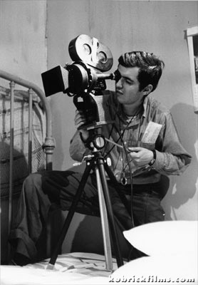 Stanley Kubrick shooting with Arriflex 35IIA